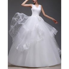 Beautiful Ball Gown V-Neck Tulle Wedding Dresses with Wide Horsehair Edging