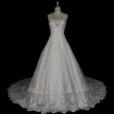 Shimmering Floral-Beaded Neckline Lace Appliques Tulle Wedding Dresses