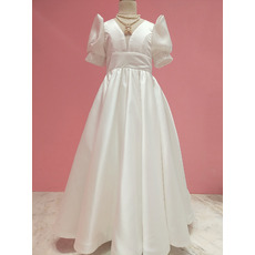 Modern V-neckline Satin First Communion Flower Girl Dresses with Chic Puff Sleeves