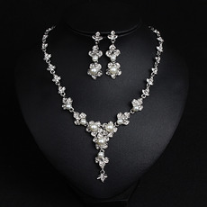 Gorgeous Twinkling Crystal Pearl Floral Necklace and Earrings Set