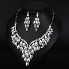 Graceful Crystal Rhinestone Silver Sweetheart Necklace and Earrings Set