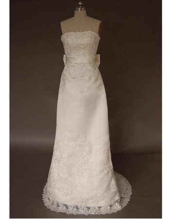 Elegant Strapless Sweep Train Satin Wedding Dresses With Beaded Lace Appliques
