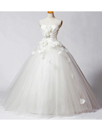 Modern and Romantic Fall A-Line Pleated Bust Bridal Wedding Dresses with Petal Detailing