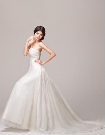 Exquisite Beading Appliques Strapless Court Train Tulle Wedding Dresses