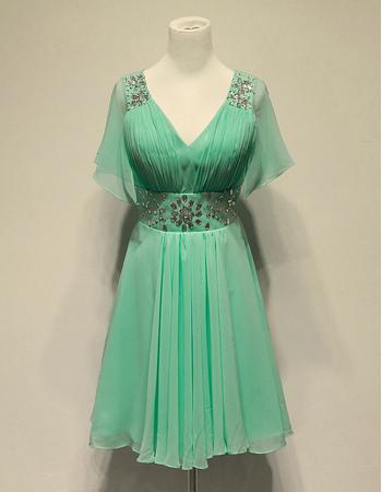Discount Elegant Chiffon V-Neck Short Homecoming/ Party Dresses