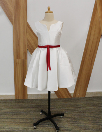 Simple Little Girls Lovely V-cut Neck Sleeveless Short Taffeta Flower Girl Dresses with Belts and Pleated Skirt
