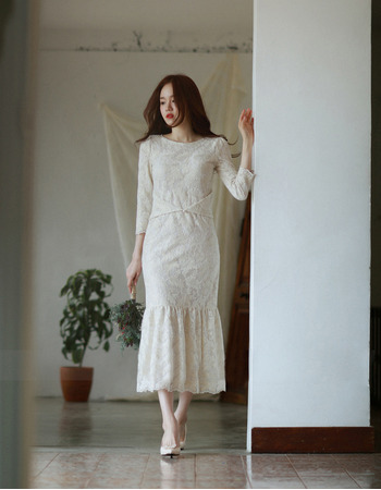 Elegant Tea Length Lace Reception Wedding Dress with 3/4 Long Sleeves