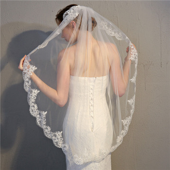 1 Layer Fingertip-Length Tulle with Lace Appliques Wedding Veils