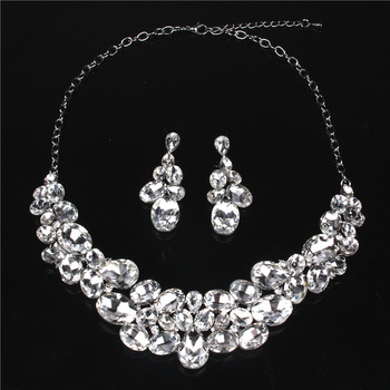 Graceful Stunning Twinkling Rhinestone Necklace and Earrings Set